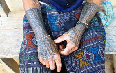 008 Tatooed hands Laos